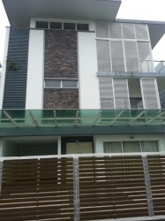 The Effingham, Bandar Utama